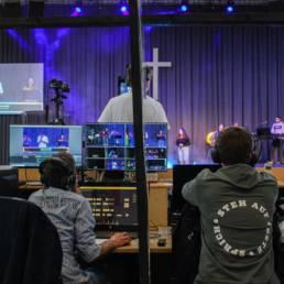 Techniker vom Jesus Centrum Kassel überwachten den Livestream